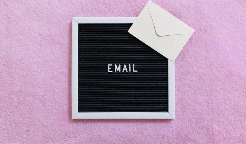 Wstecz - E-mail po angielsku - o czym należy pamiętać?